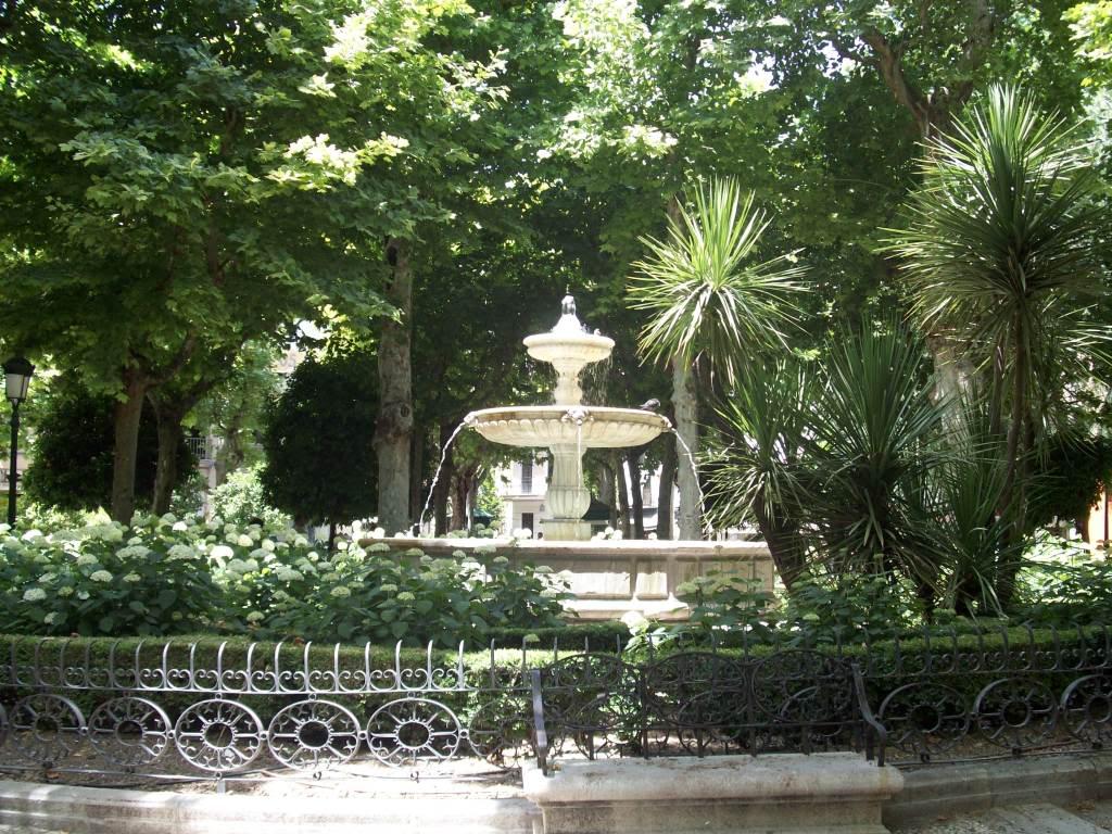 Resultado de imagen de plaza de la trinidad granada